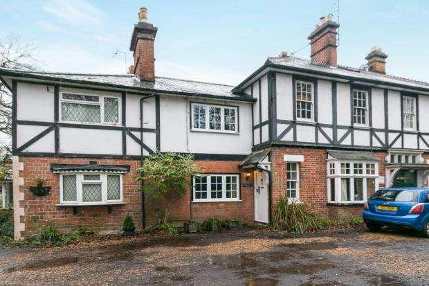 2 Bedrooms Terraced House for sale in London Road, Hartley Wintney, Hook