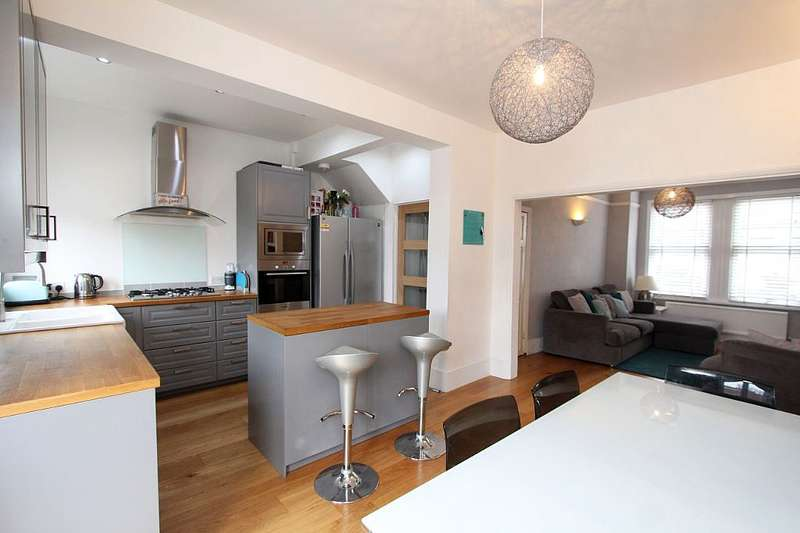3 Bedrooms Terraced House for sale in Estcourt Road, Woodside, London