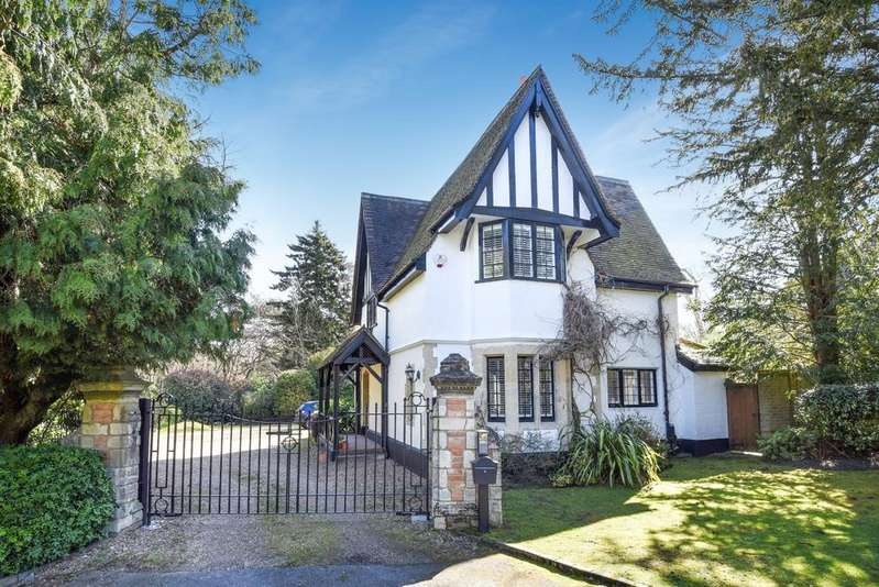 4 Bedrooms Detached House for sale in Kemnal Road Chislehurst BR7
