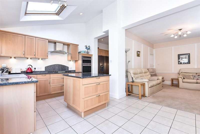 5 Bedrooms Semi Detached House for sale in Richmond Park Road, London