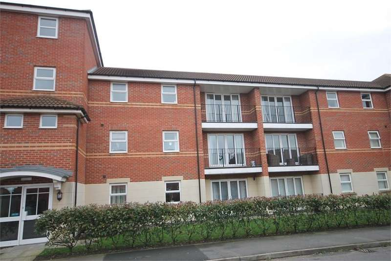 2 Bedrooms Apartment Flat for sale in Goldstraw Lane, Fernwood, Newark, Nottinghamshire. NG24 3FF