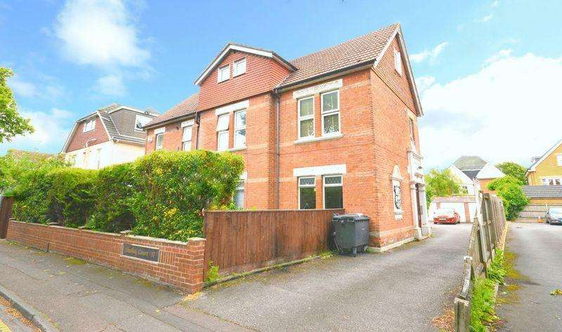 4 Bedrooms Apartment Flat for rent in Hawkwood Road, Bournemouth
