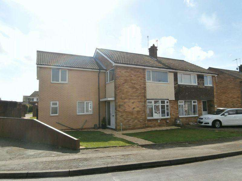 4 Bedrooms Semi Detached House for sale in Churchill Avenue, Burstwick,