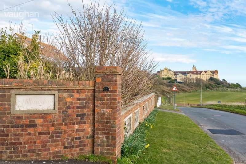5 Bedrooms Detached House for sale in Roedean Way, Brighton, BN2