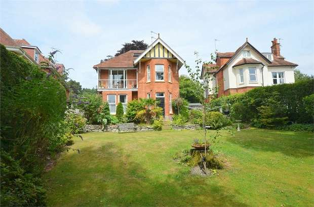4 Bedrooms Detached House for sale in Wimborne Road, Bournemouth, Dorset