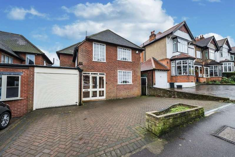 3 Bedrooms Link Detached House for sale in Monkhams Drive, Woodford Green
