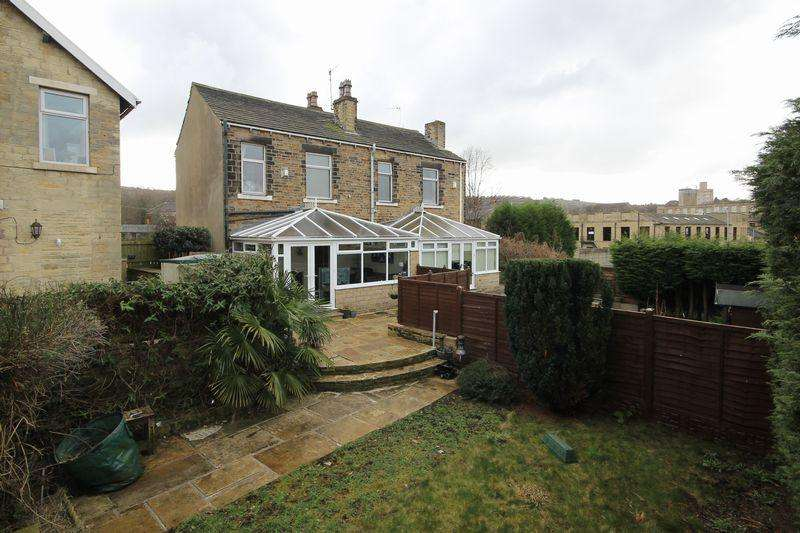 2 Bedrooms Semi Detached House for sale in Elland Lane, Elland