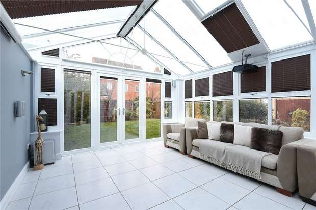 5 Bedrooms Detached House for sale in Tydeman Close, Bedford