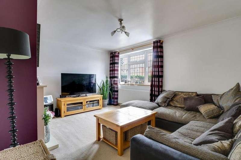 2 Bedrooms Semi Detached House for sale in Arundel Road, Benfleet