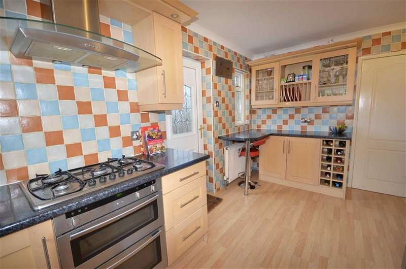 4 Bedrooms Property for sale in Crofters Green, Idle, Bradford, BD10