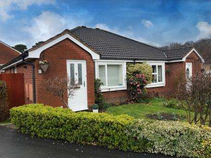 2 Bedrooms Bungalow for sale in West End, Southampton, Hampshire