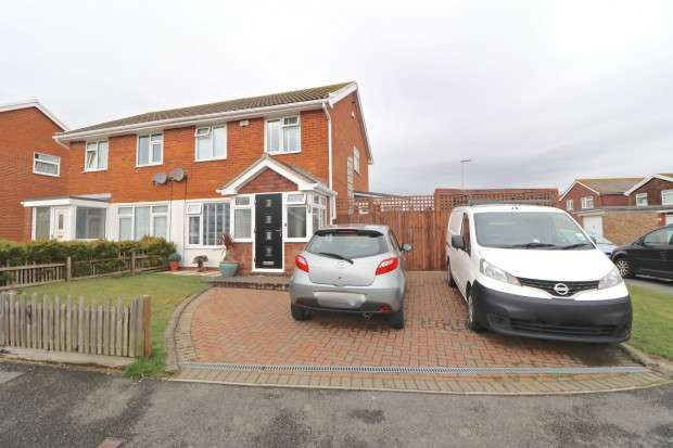 3 Bedrooms Semi Detached House for sale in Chestnut Close, Eastbourne, BN22