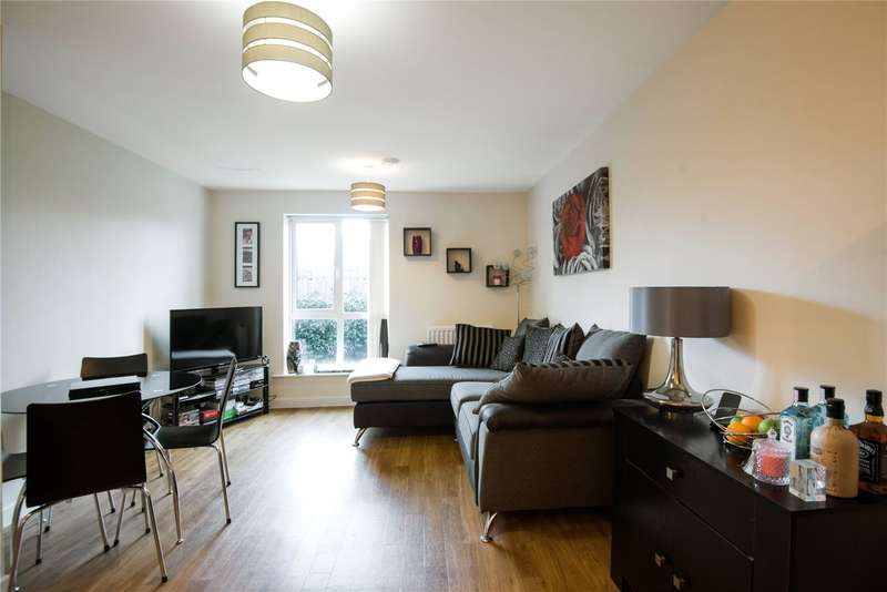 1 Bedroom Apartment Flat for sale in Harrow Close, Addlestone, Surrey, KT15