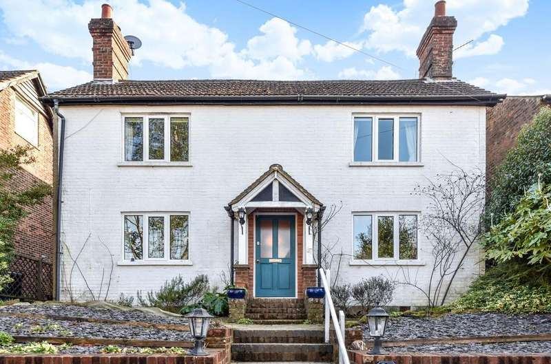 3 Bedrooms Detached House for sale in Kings Road, Haslemere, GU27