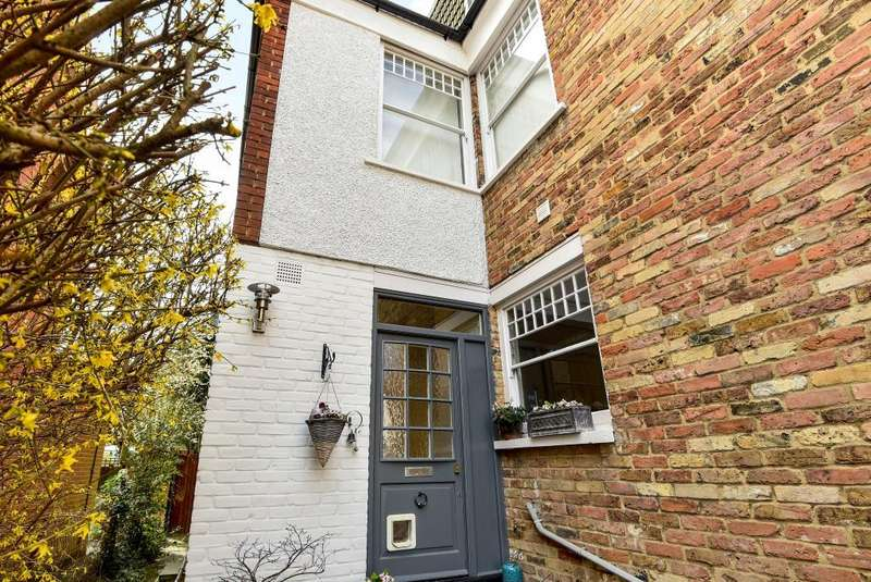 3 Bedrooms House for sale in Bow Lane, North Finchley, N12