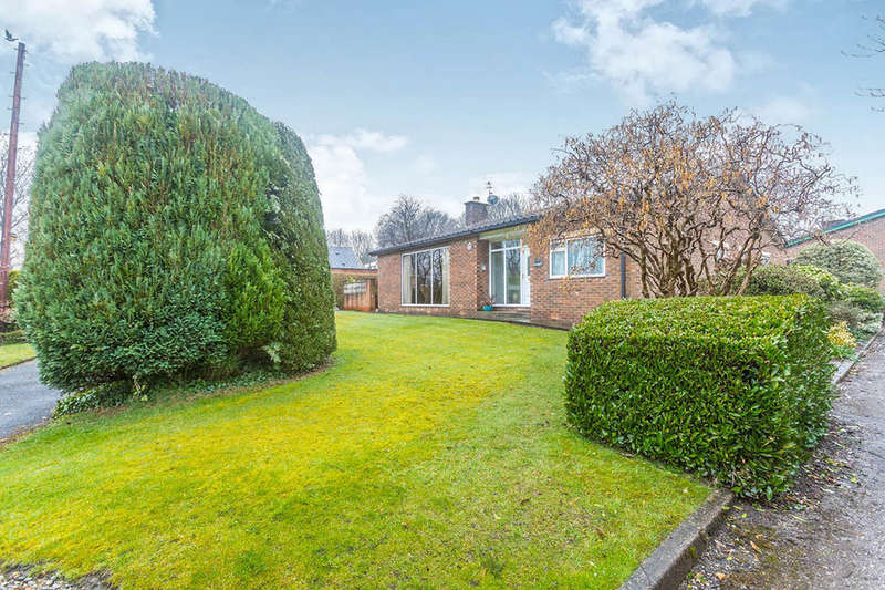4 Bedrooms Detached Bungalow for sale in North Road, Glossop, SK13