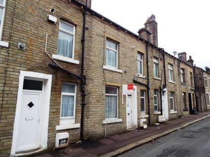 2 Bedrooms Terraced House for sale in Saxon Street, Halifax, West Yorkshire