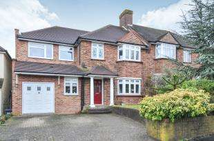 4 Bedrooms Semi Detached House for sale in Crossways, South Croydon