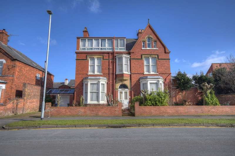 6 Bedrooms Detached House for sale in Cardigan Road, Bridlington, YO15 3JU