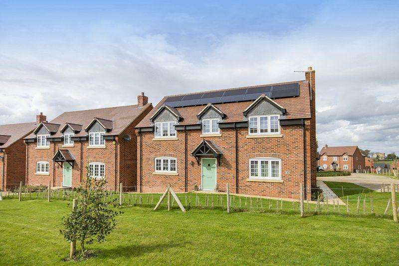 4 Bedrooms Detached House for sale in LONGLANDS, REPTON