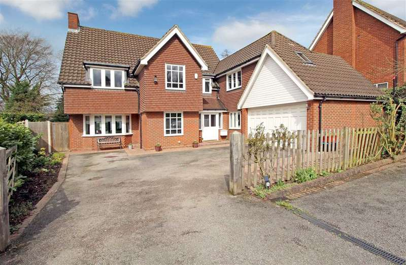 5 Bedrooms Detached House for sale in Pinecroft, Hutton Mount