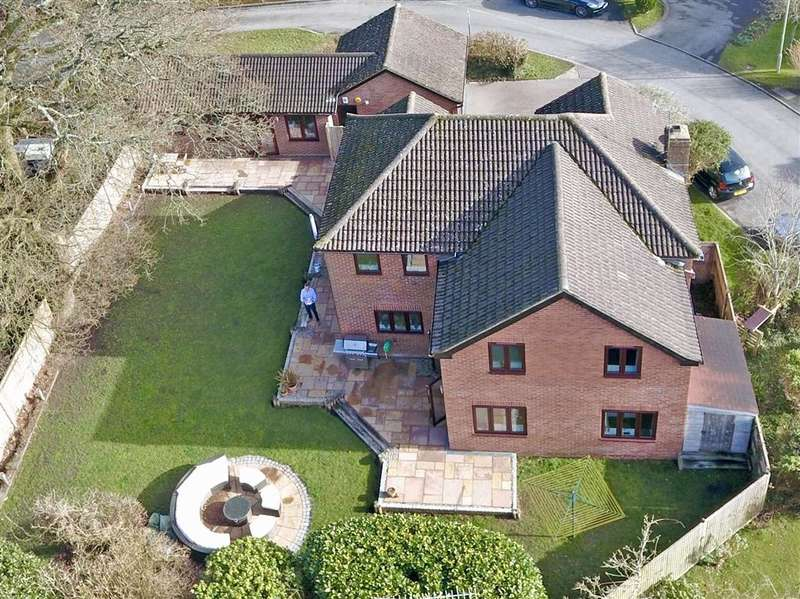 5 Bedrooms Detached House for sale in Little Mead, , Denmead, Waterlooville, Hampshire