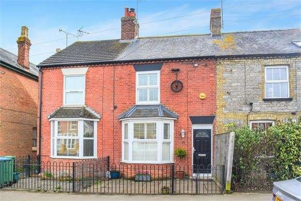 3 Bedrooms Terraced House for sale in High Street, Waddesdon, Buckinghamshire. HP18 0JB