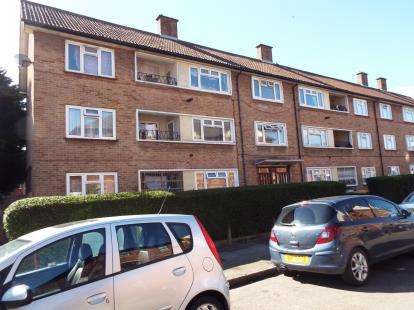 3 Bedrooms Flat for sale in East Ham, London
