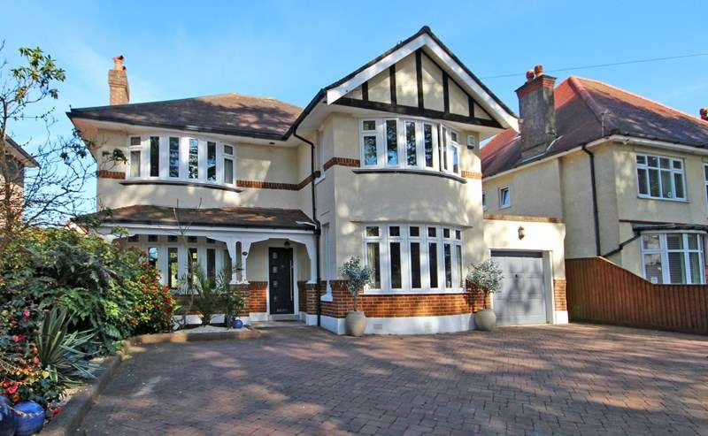 4 Bedrooms Detached House for sale in Littledown Avenue, Littledown, Bournemouth