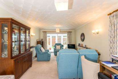 4 Bedrooms Bungalow for sale in Larch Avenue, Holbury, Southampton