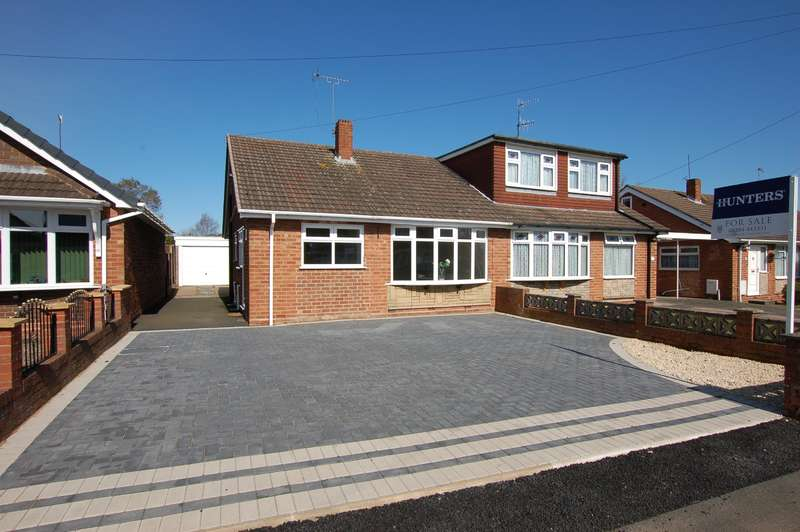 2 Bedrooms Bungalow for sale in Belvedere Close, Kingswinford, DY6 8PW