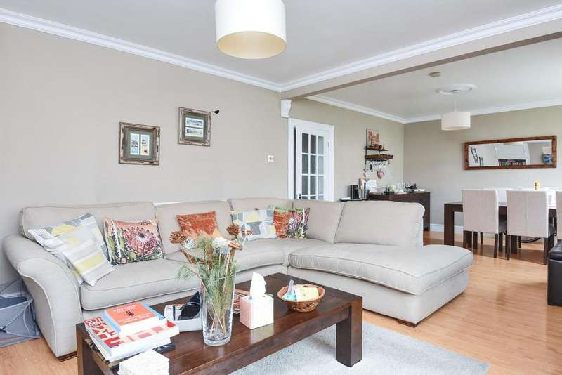 2 Bedrooms Flat for sale in Burntwood Lane, Earlsfield