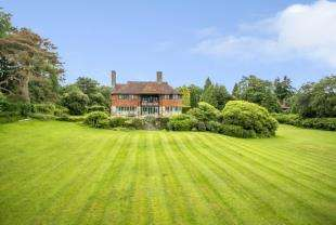 5 Bedrooms Detached House for sale in Sweethaws Lane, Crowborough, East Sussex