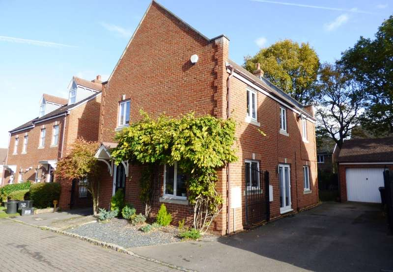 4 Bedrooms Detached House for sale in Kingfisher Grove, Three Mile Cross