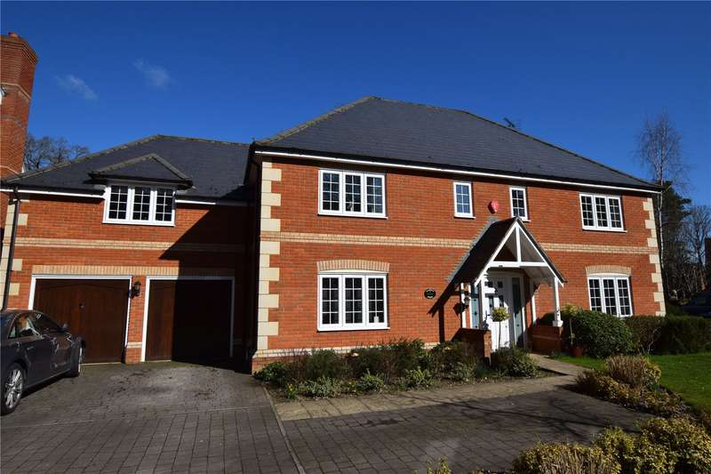 5 Bedrooms Detached House for sale in Hollybush Lane, Burghfield Common, RG7