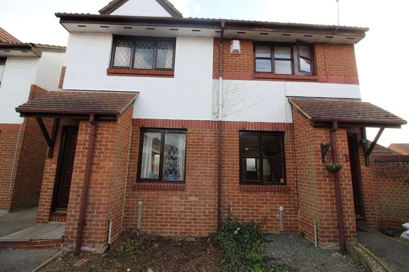 2 Bedrooms Semi Detached House for sale in Cartel Close, Watts Wood
