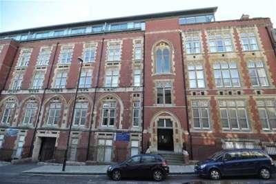 3 Bedrooms Flat for rent in Unity Street, Bristol