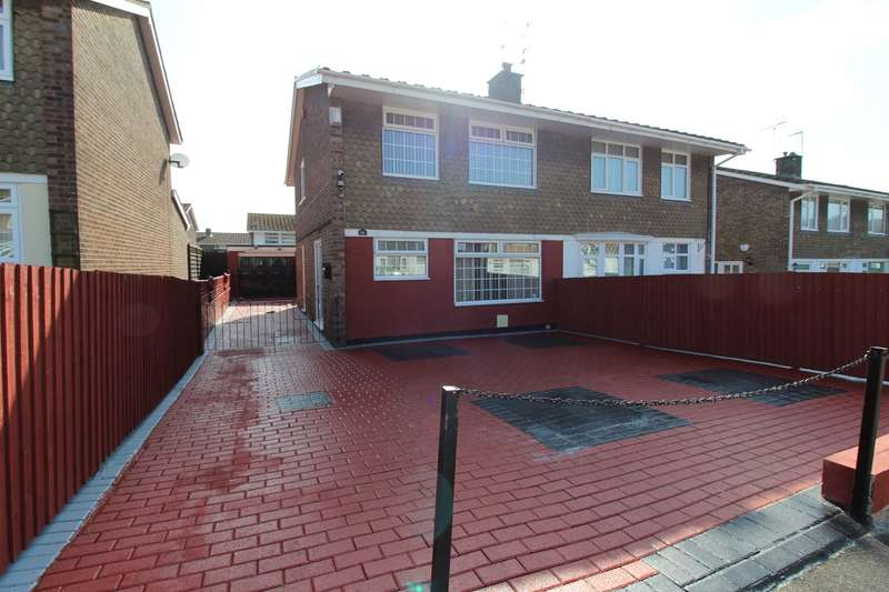 3 Bedrooms Semi Detached House for sale in Court Gardens, Rogerstone, Newport, NP10