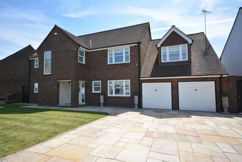 5 Bedrooms Detached House for sale in Tyle Green, Emerson Park, Hornchurch RM11