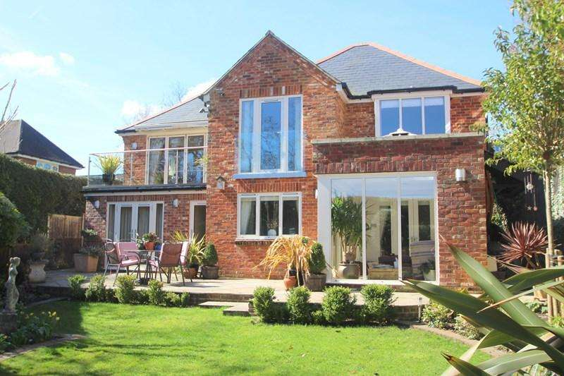 3 Bedrooms Detached House for sale in Satchell Lane, Southampton