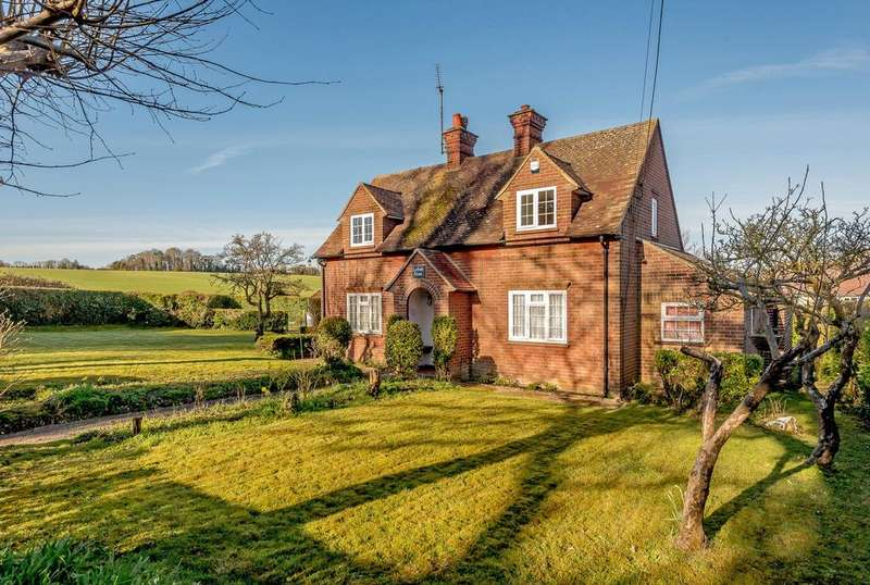 3 Bedrooms Detached House for sale in Alton Road, Odiham, Hook, Hampshire