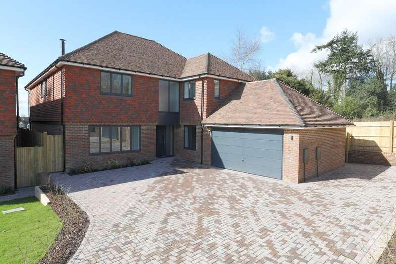 5 Bedrooms Detached House for sale in Musgrove Place, Crowborough Hill