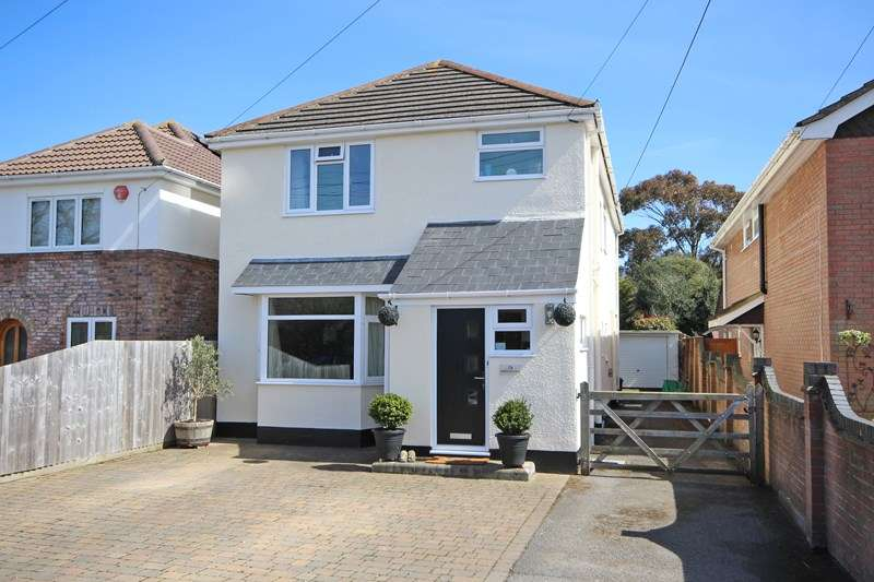 4 Bedrooms Detached House for sale in Barton Lane, Barton On Sea, New Milton