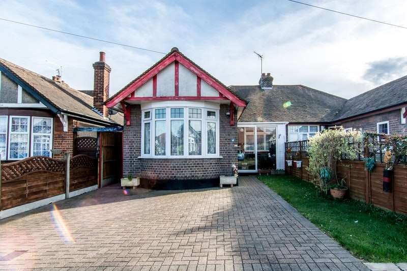 2 Bedrooms Bungalow for sale in Humberstone Close, Luton, Bedfordshire, LU4