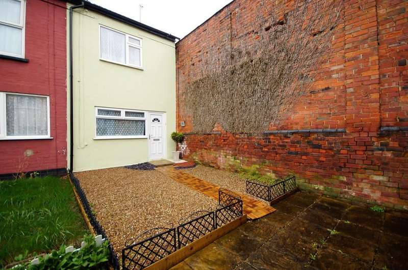 3 Bedrooms Terraced House for sale in Albany Terrace, Lincoln