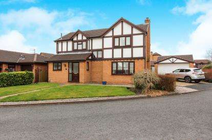 4 Bedrooms Detached House for sale in Cedar Close, Newton, Preston, England, PR4