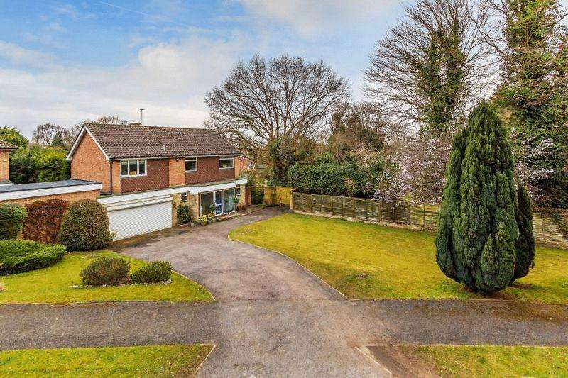 5 Bedrooms Detached House for sale in FETCHAM