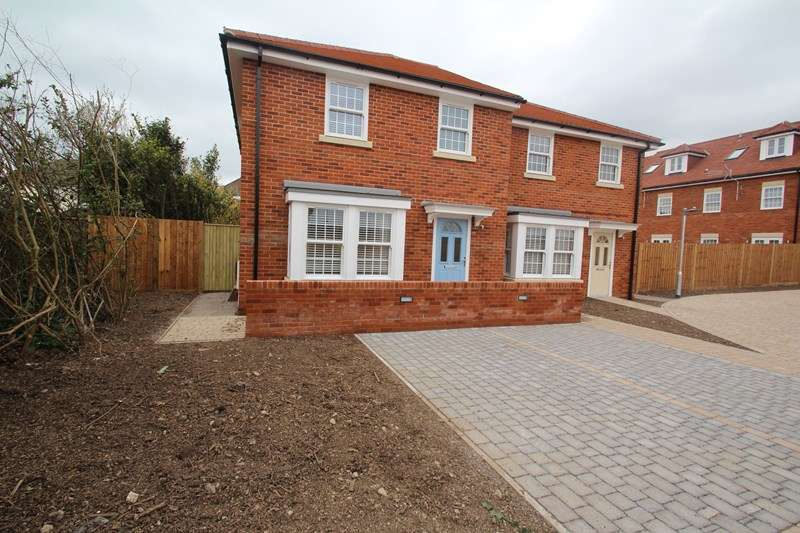 3 Bedrooms Semi Detached House for sale in White Hart Lane, Fareham