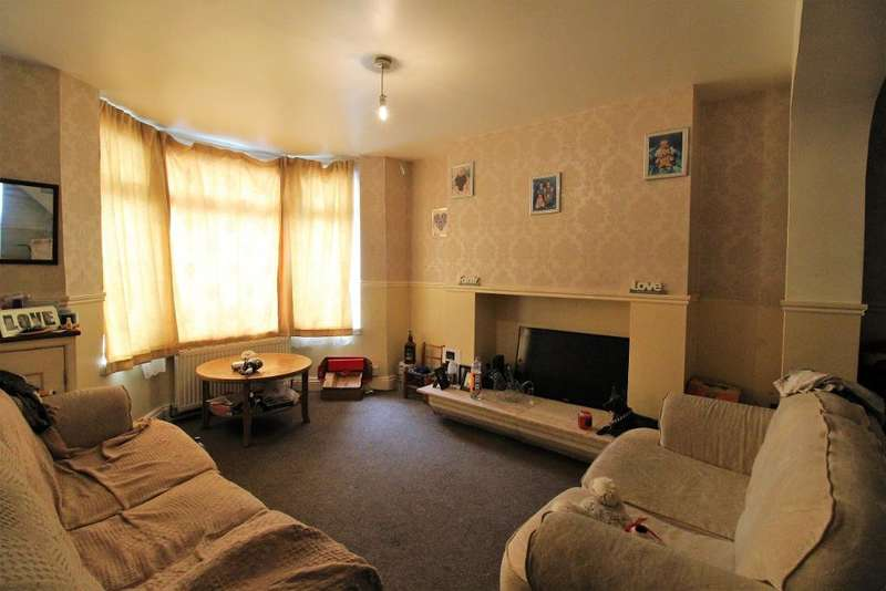 3 Bedrooms House for sale in Christchurch Road, Tilbury, RM18 7RD