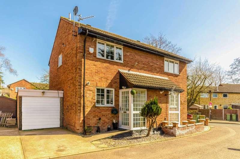 2 Bedrooms Semi Detached House for sale in Heathfield Close, Beckton, E16